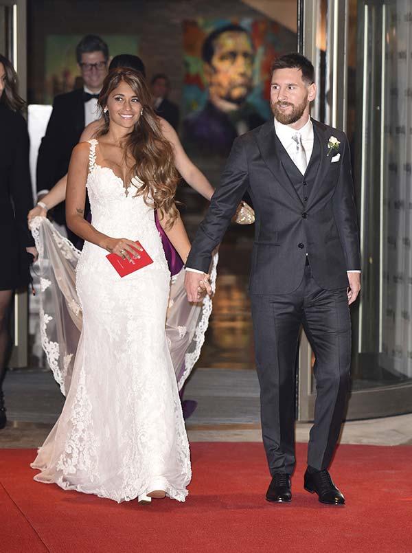 blog-matrimonio_Mia-Sposa-Magazine_Antonela-Roccuzzo-Messi_abito-Rosa-Clara_01